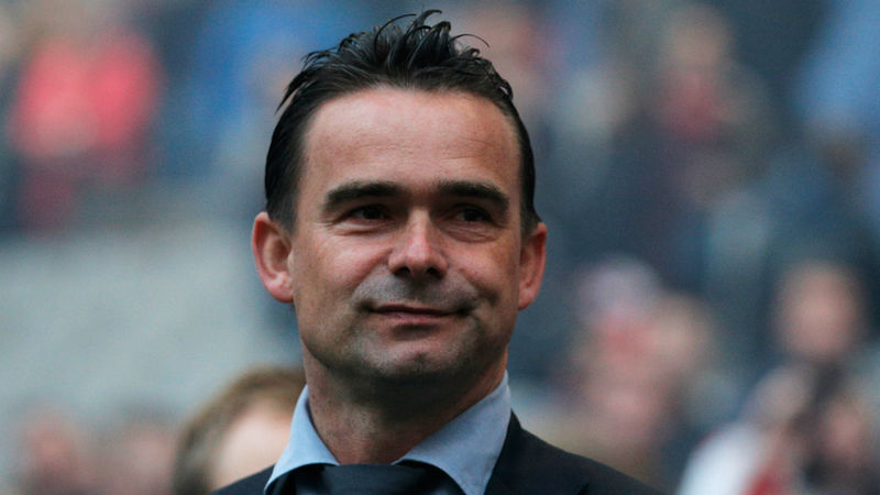 Overmars extends Ajax contract amid Arsenal links