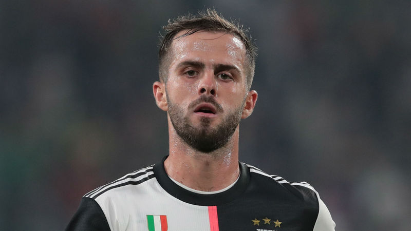 Pjanic pulls up injured during Lecce v Juventus