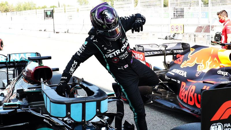Pole-sitter Hamilton feels the heat in Barcelona