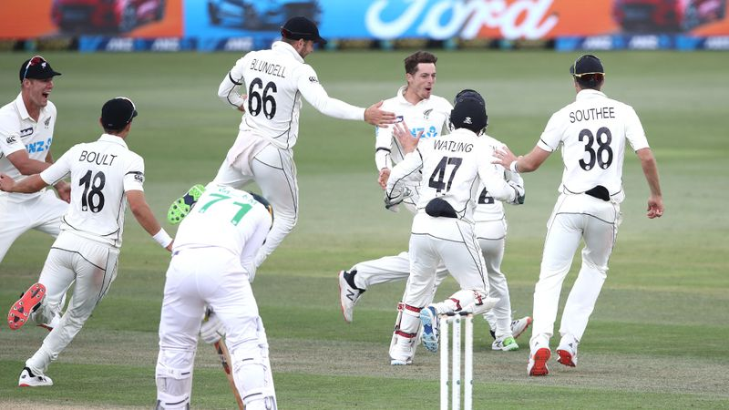 Santner strikes late as New Zealand beat Pakistan in dramatic first Test