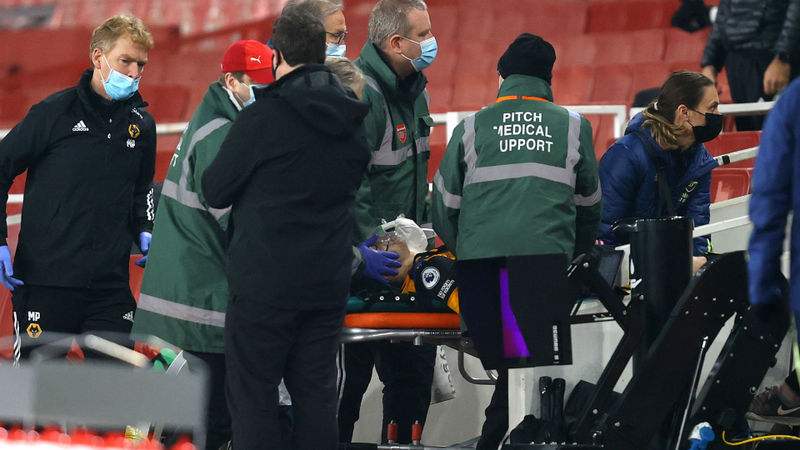 Concern for Wolves striker Jimenez after head injury
