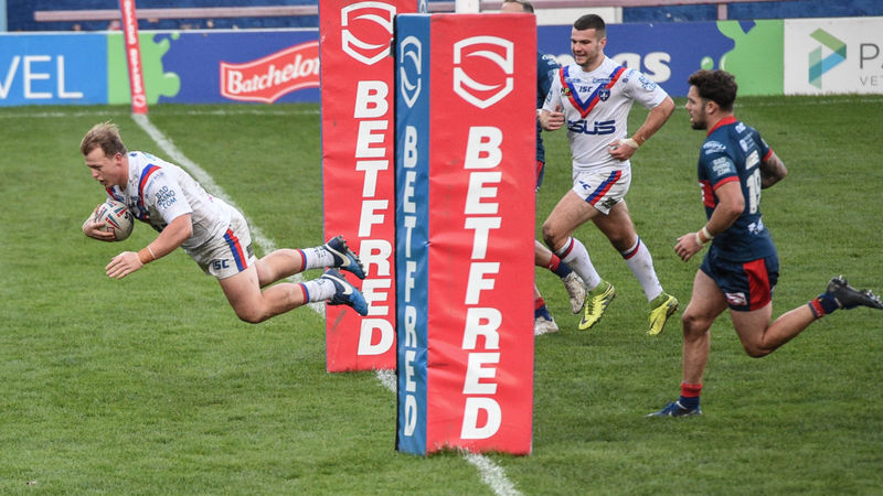 Wakefield Trinity 48-18 Hull KR: Jones-Bishop hat-trick lifts hosts off bottom of Super League