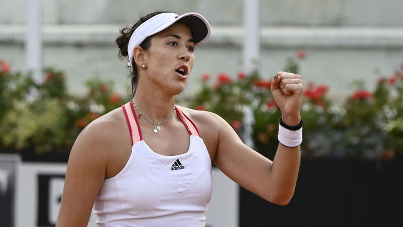 Muguruza overcomes Azarenka to set up Halep semi-final in Rome