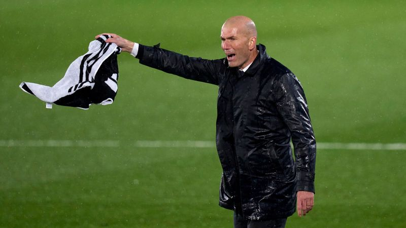 Zidane dismisses Koeman's Clasico ref row