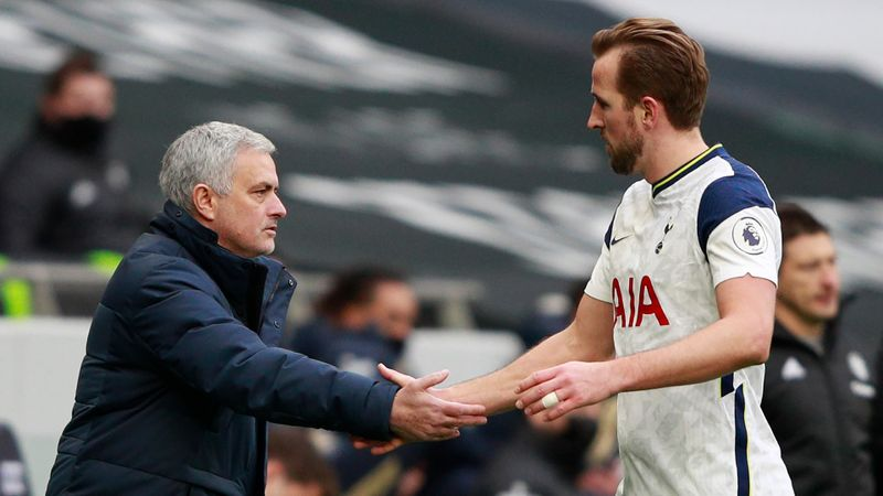Mourinho won't 'play that game' and discuss Kane future