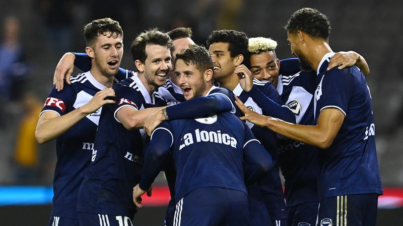 Melbourne Victory 5-4 Western Sydney Wanderers: Strugglers hang on to win thriller