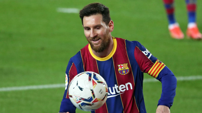 'Extraterrestrial' Messi saluted by Vidal and Xavi after matching Barcelona record
