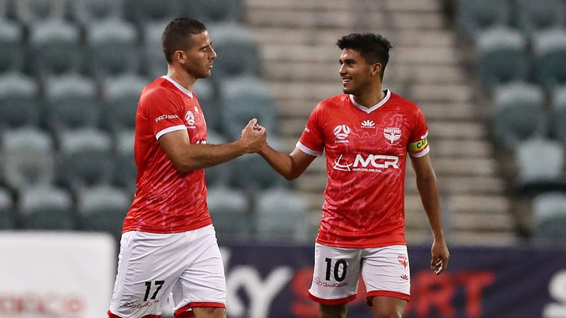 A-League: Phoenix soar to compound Victory's misery