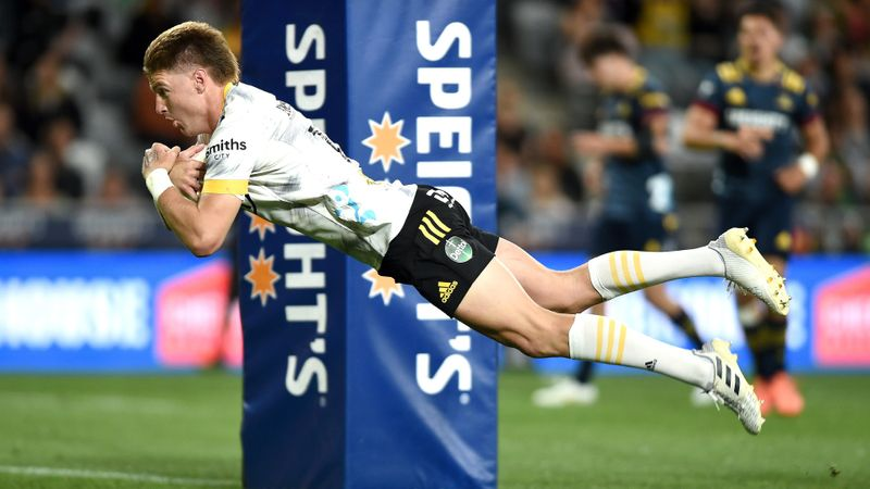 Highlanders 19-30 Hurricanes: Imperious Barrett inspires victory