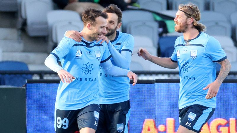 A-League: Le Fondre hits the spot on Sydney return, Mariners down Jets again