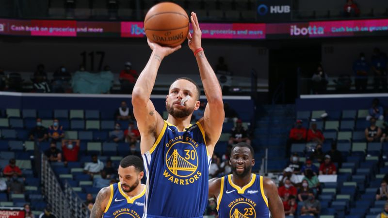 Curry enters NBA history books as Warriors superstar breaks record